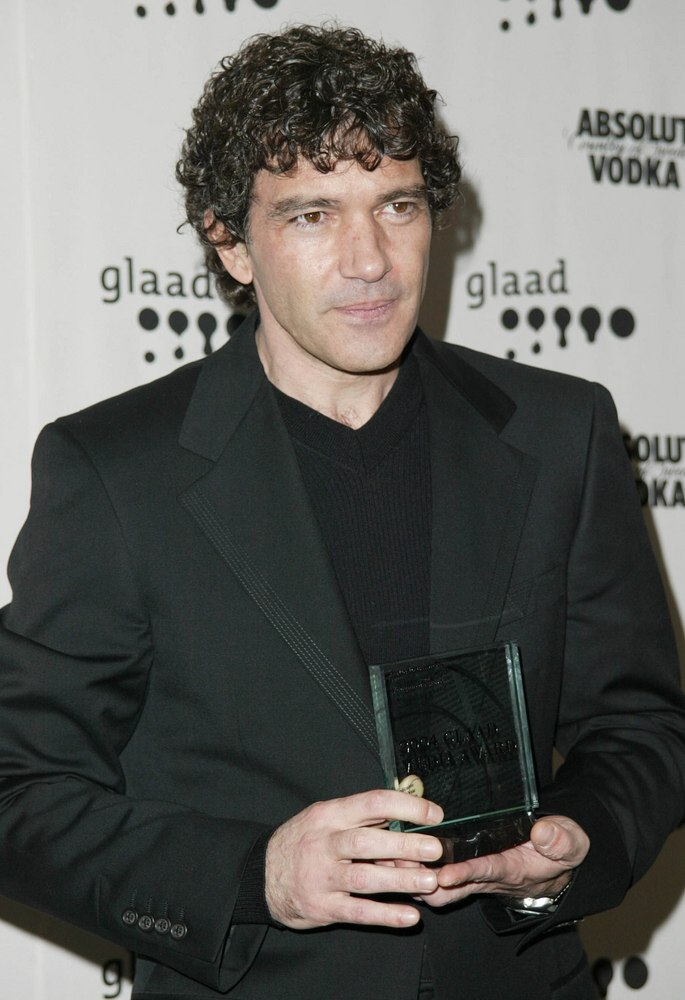 Antonio Banderas Mens Hairstyle For Thick Hair And