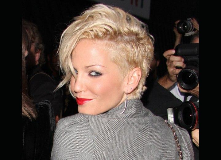 Sarah Hardings Short Haircut With Cut Out Sides Malin