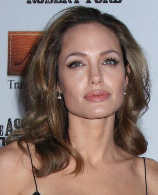 angelina jolie | easy maintenance long hairstyle with soft waves