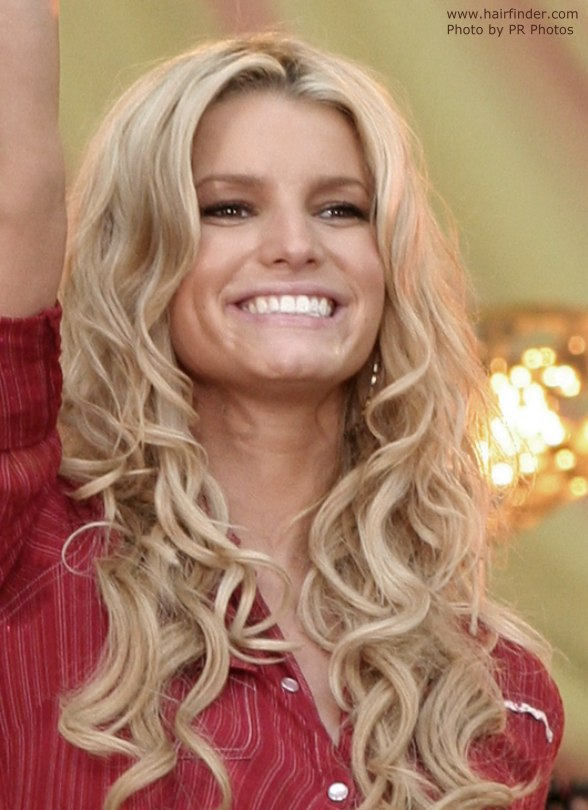 Jessica Simpsons Very Long Hair With Curls Hanging Way