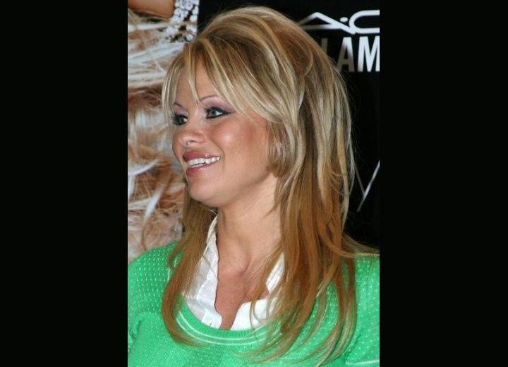 dark streaks in blonde hair