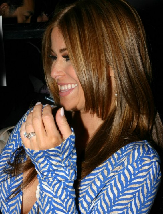 Carmen Electra With Smooth And Foiled Long Hair Below The