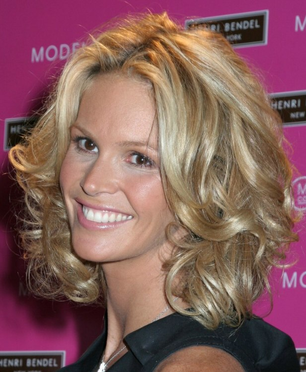 Elle MacPherson Semi Short Or Medium Length Hairstyle