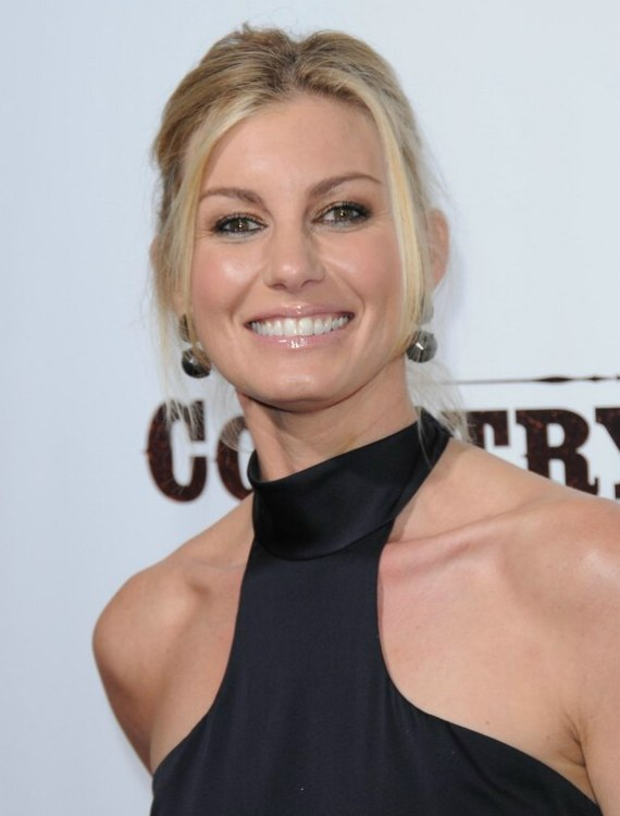 Faith Hill Wearing Her Hair With Gentle Backbrushing And A