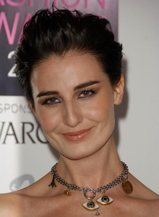 Erin OConnor Simple And Quick Short Hairstyle With A
