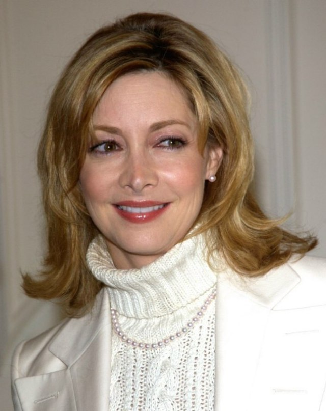 sharon lawrence | middle-length hairstyle for 50+ or middle