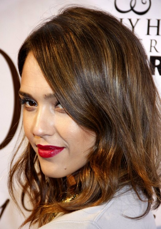 Jessica Alba Soft And Wavy Medium Length Hairstyle With