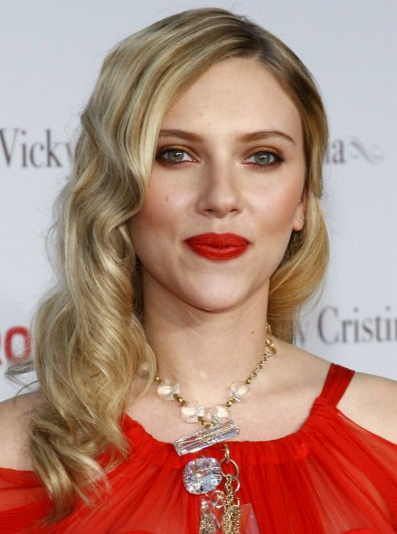Scarlett Johanssons Long Hair With Finger Waves And