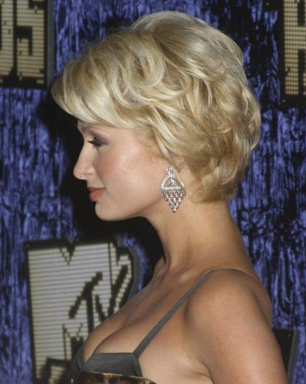 Paris Hiltons Short Wavy Hairstyle