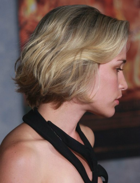 Piper Perabo With Her Hair In A Chin Length Bob With A