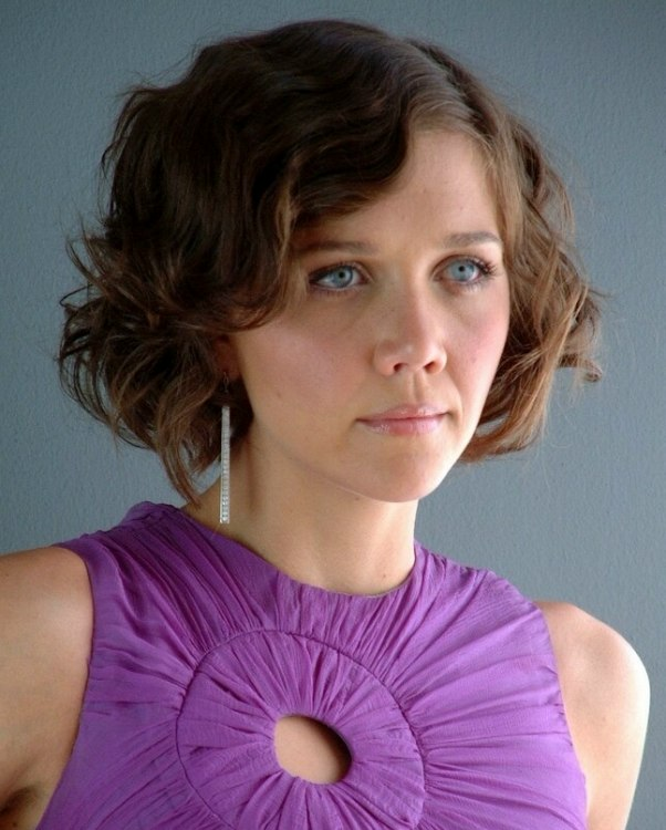 Maggie Gyllenhaals Short 1920s Hairstyle With Finger Waves