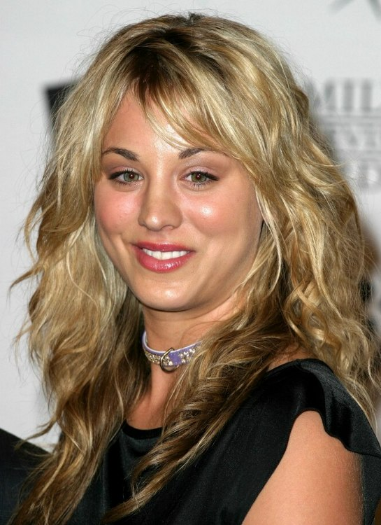 Kaley Cuoco With Curls And Hair Tones Done With Shading