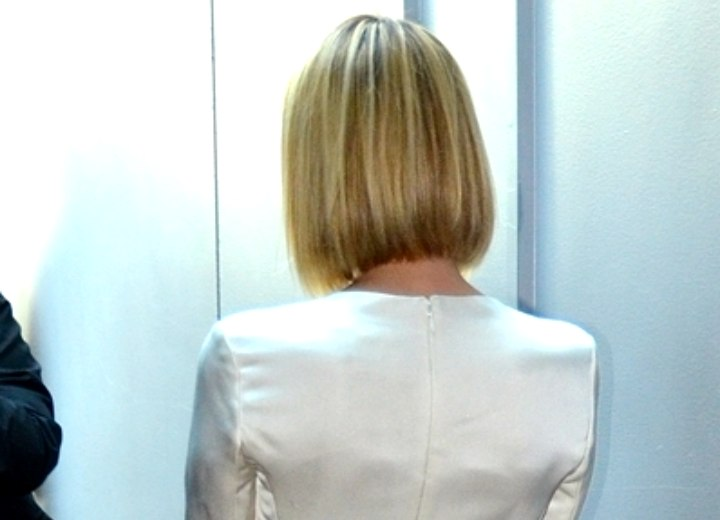 Emma Roberts Long Sleek Bob With Rounded Layers And
