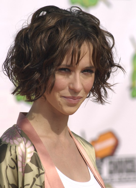 Jennifer Love Hewitt With Her Short Hair Styled For A Just