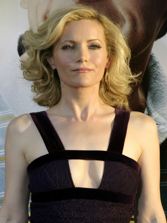 Leslie Manns Shoulder Length Hairstyle With Large Opulent