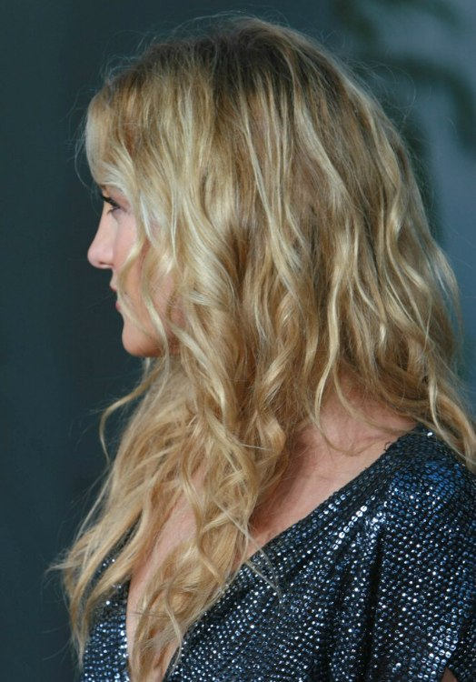 Kate Hudsons Hair With Natural Looking Waves And Spirals