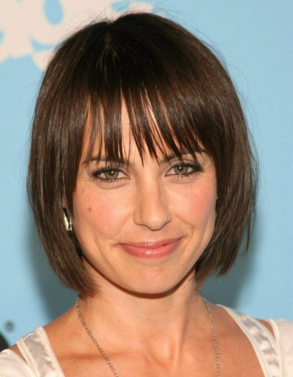 Constance Zimmer Wearing Her Hair In A Short Bob With Long