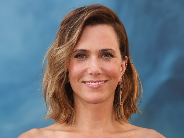 Kristen Wiigs Long Wavy Bob Or Wob Hairstyle With Ombr Color