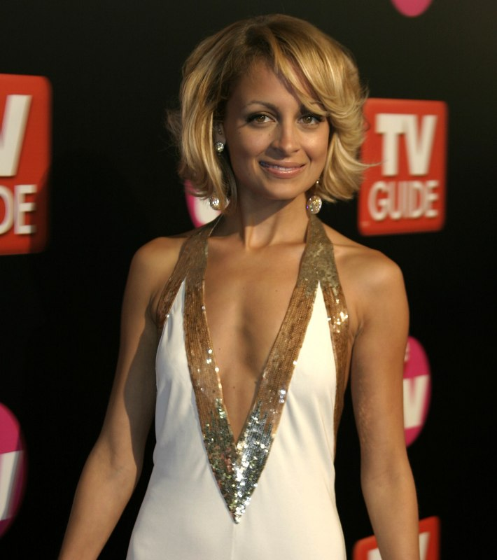 Cut Hair Like Nicole Richies With A Round Face Shape