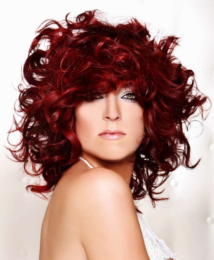 Shoulder Long Red Hair With Curls And Volume