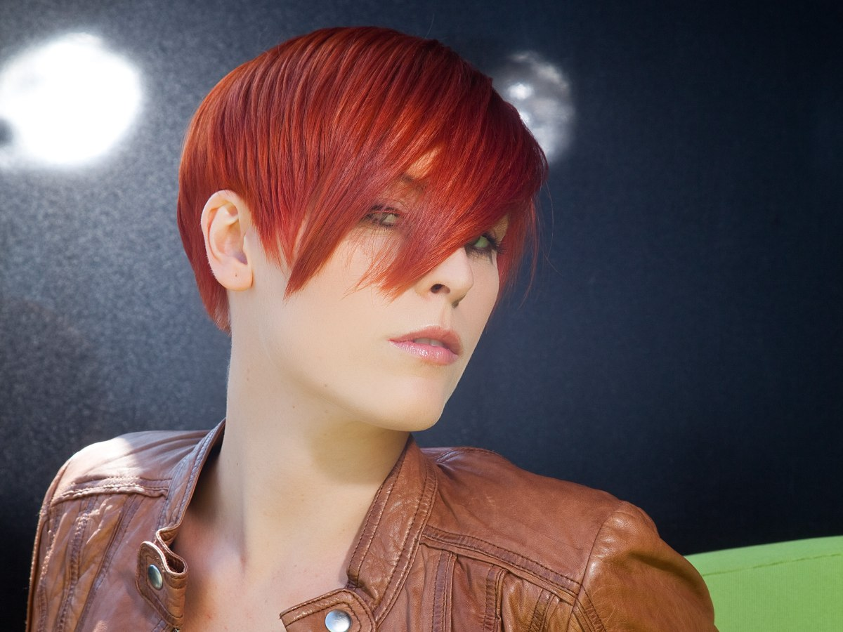 Finely Layered Red Hair That Adjusts To The Shape Of The Head