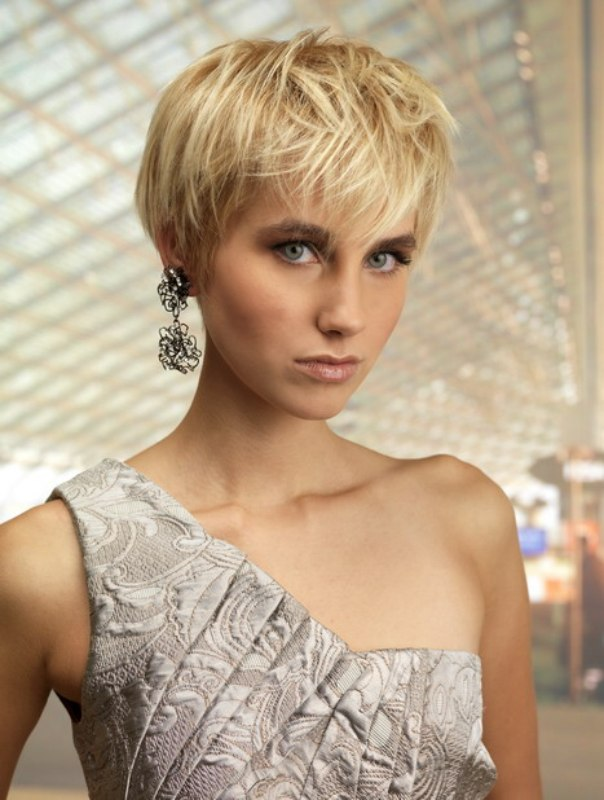 Fashionable Short Haircut For Women With The Ears Barely
