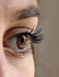 Eight reasons you are losing your eyebrows