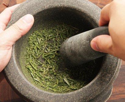 Crush Dry Basil Leaves