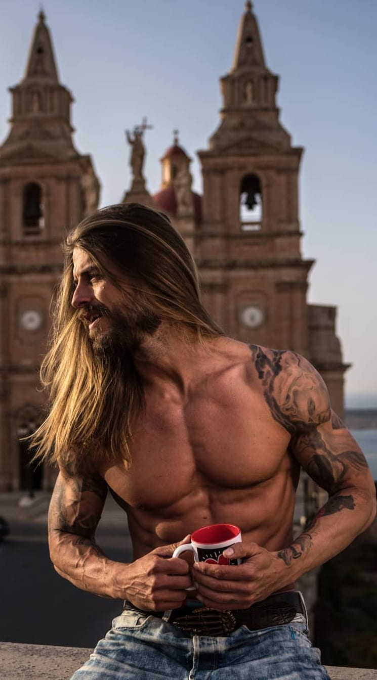 Few Sexy Looks For Men – Long Hairstyles