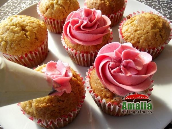 Cupcakes cu crema de zmeur si unt 7