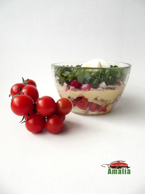 Salata cu rosii, sunca si ciuperci