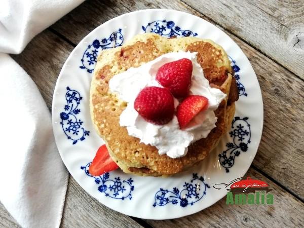 Pancakes-cu-capsuni-2