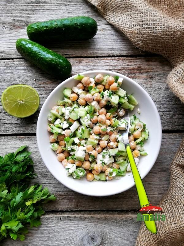 Salata de naut cu castraveti si feta