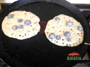 Pancakes-cu-afine-preparare-4