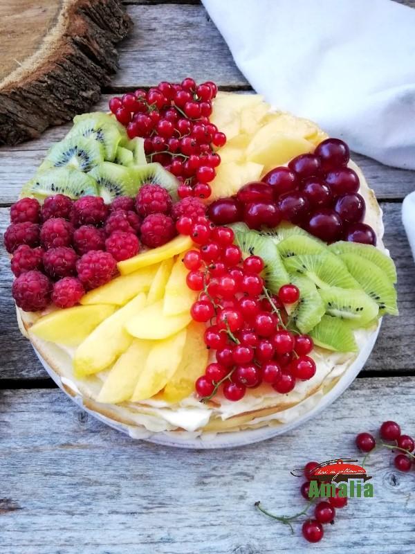 Tort de clatite cu fructe