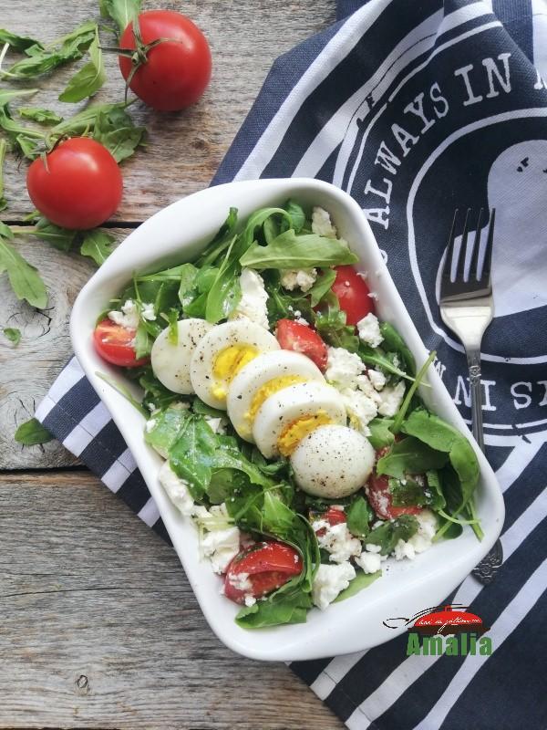 Salata-cu-rucola-rosii-cherry-si-branza-1