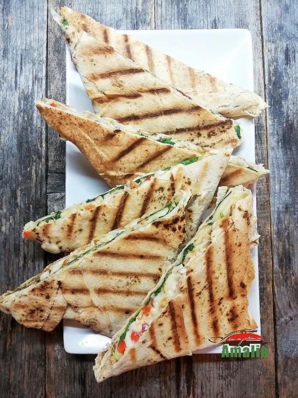Sandvisuri-calde-cu-lipie-amalia-5