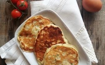 pancakes-cu-branza-sarata-si-verdeturi-1-amalia