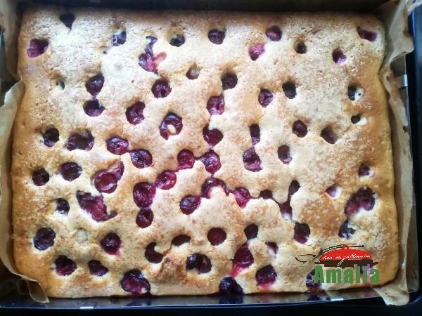 Prăjitura-simpla-cu-visine-amalia-3