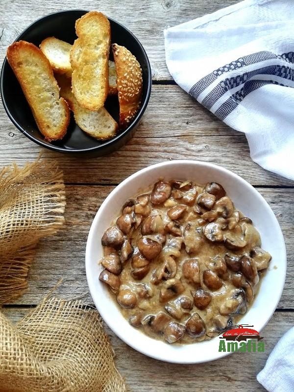Ciuperci în sos cremos de brânză
