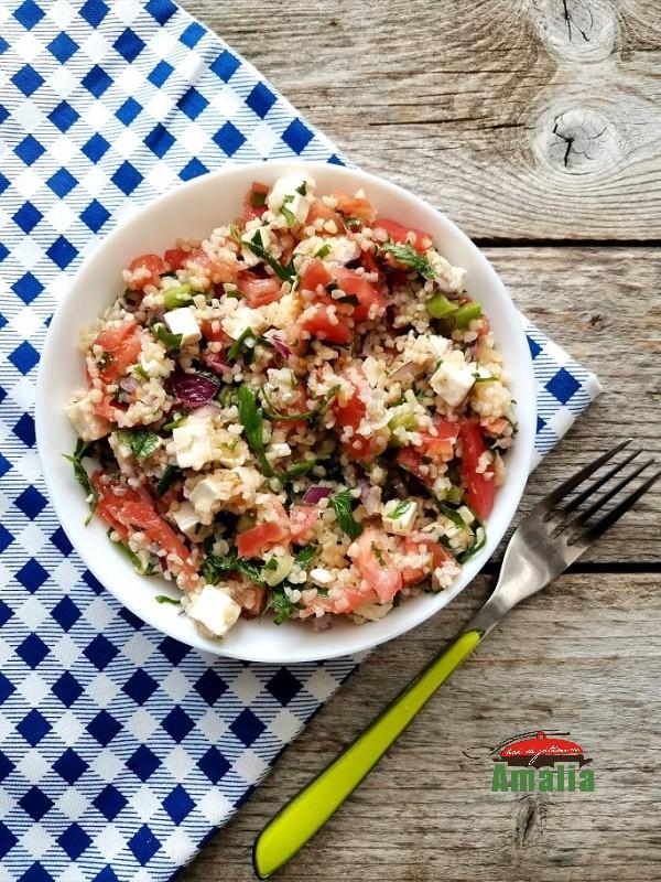 Salată grecească cu bulgur
