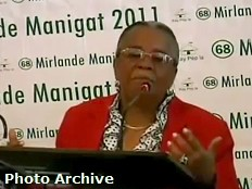 Haiti - Aristide : Mirlande Manigat adjusts her speech