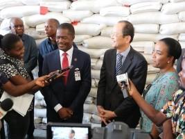 Haïti - Japon : Remise d'un don de 5,937 tonnes de riz