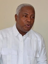 iciHaïti - Politique : L'Ex-consul Edwin Paraison estime souhaitable la démission du Président Moïse