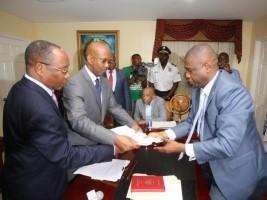 Haïti - FLASH : PM Jean Michel Lapin a procédé au dépôt de ses pièces au Sénat