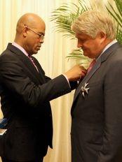 Haïti - Social : Le PDG de Digicel, décoré par le Président Martelly