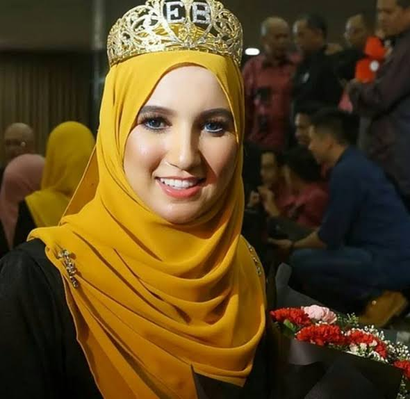 الزين المغربي ديما طوب ..فتيحة صويف تفوز بملكة جمال المحجبات بماليزيا