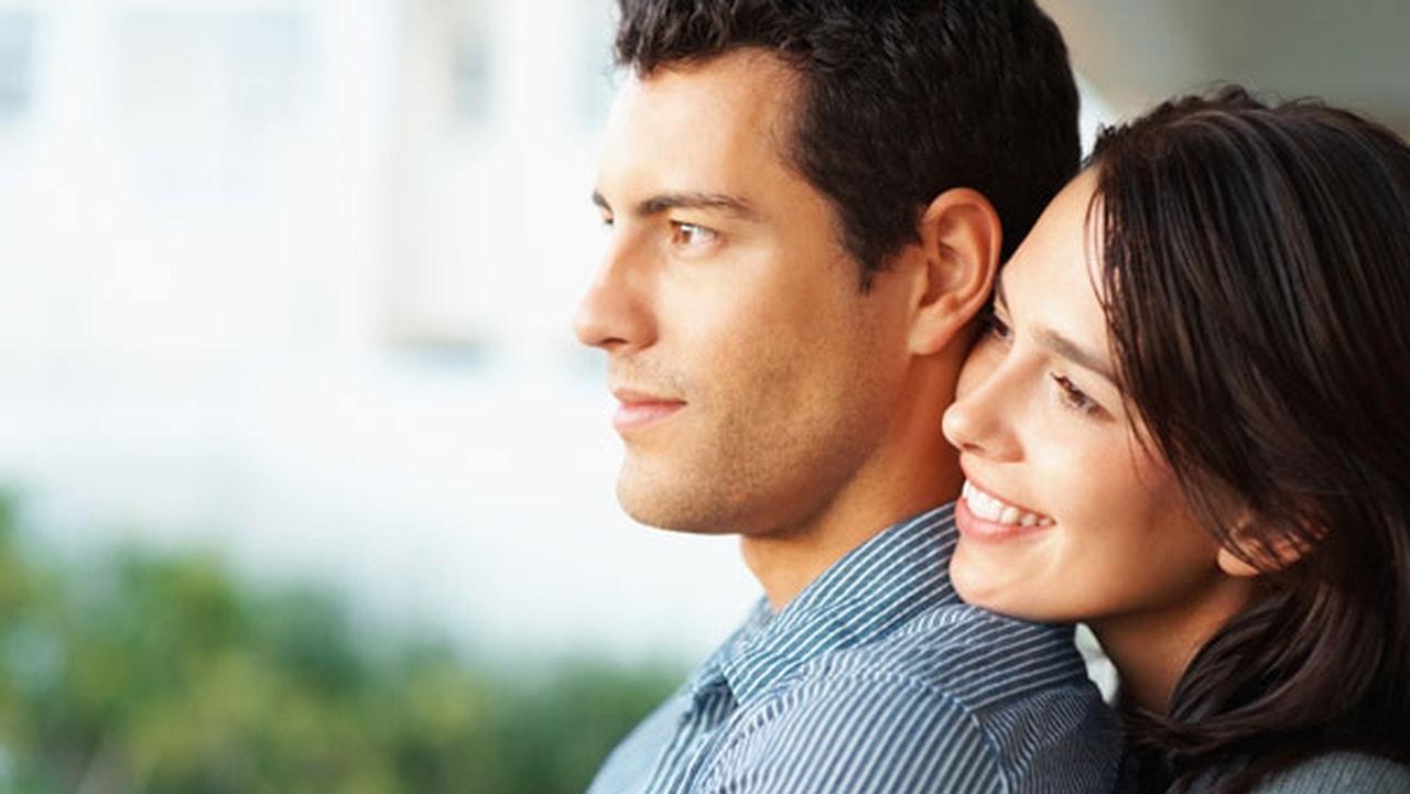 11 سببا يدفعك لإقامة علاقة عاطفية مع صحافي