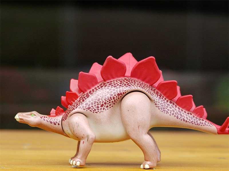 Estegosaurios - Cuentos cortos de dinosaurios para niños