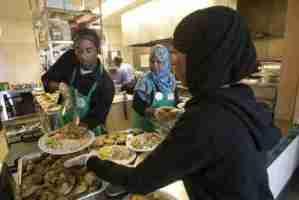 Hundreds-gather-in-Regent-Park-for-halal-Thanksgiving-meal